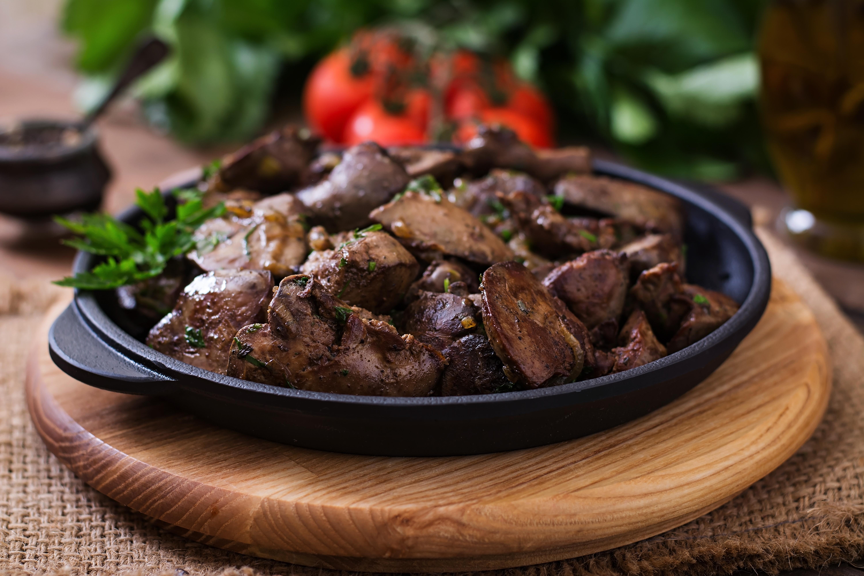 Gebratene Gänseleber auf Rucola und Feldsalat, Kirschtomaten, Croutons, Kürbiskernöl, Frenchdressing