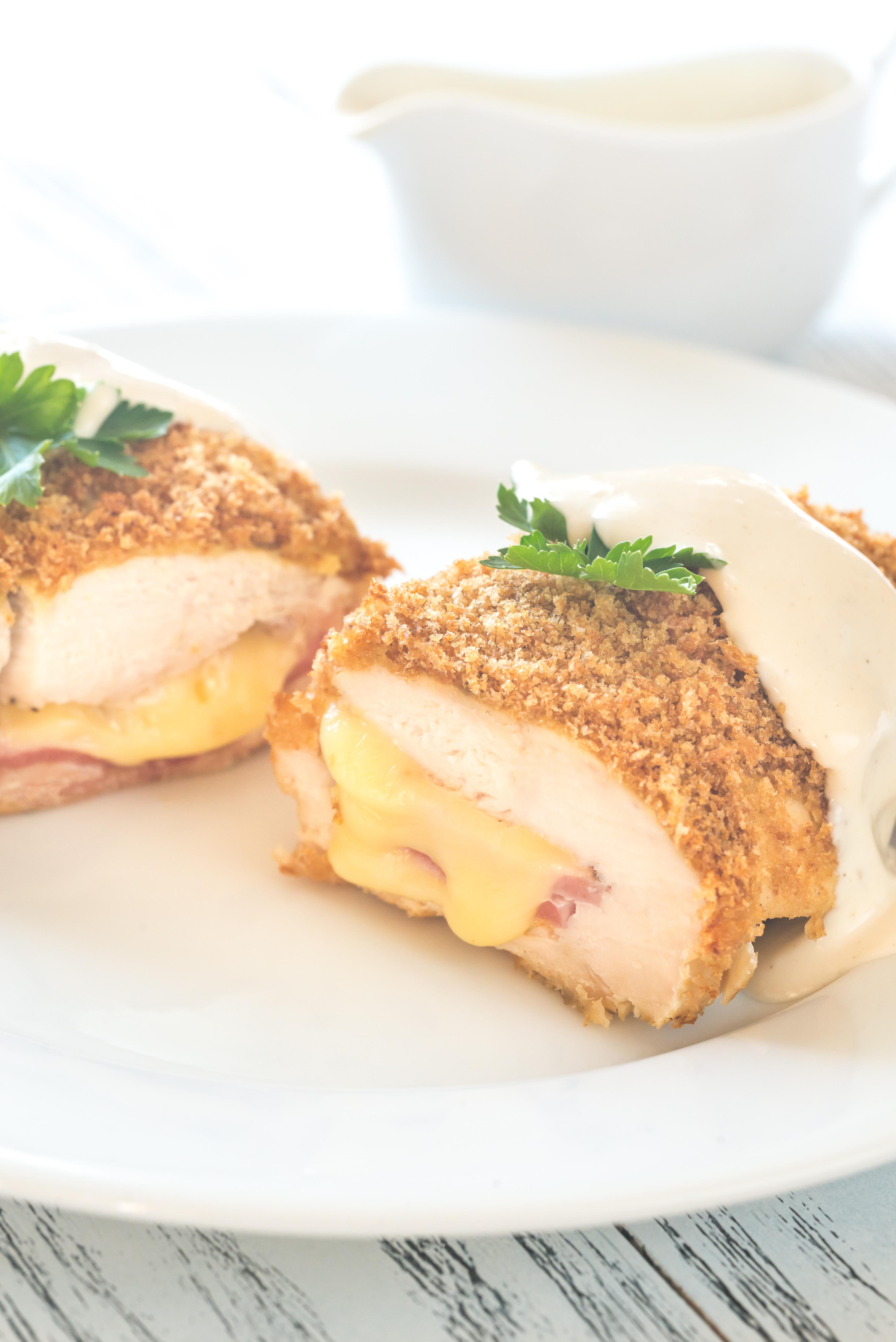 Cordon Bleu vom Schwein gefüllt mit Schinken und Käse, Bratkartoffeln